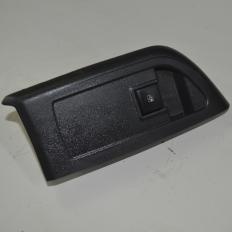 Botão comando do vidro dianteiro direito da porta do Ônix LTZ 1.4