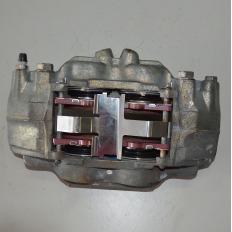 Pinça de freio esquerda da Hilux 3.0 Diesel 2012/... Manual