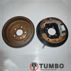 Conjunto de freio e tambor direito da Tracker 1.8 flex 2014 aut.