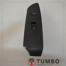 Moldura com botão vidro elétrico e trava portas diant dir. da Tracker 1.8 flex 2014 aut.