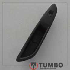 Moldura com botão vidro elétrico traseiro esquerdo da Tracker 1.8 flex 2014 aut.